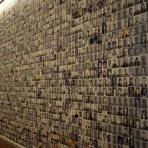 28. Fotowand met foto's van mensen die gedeporteerd zijn - zit op elke verdieping