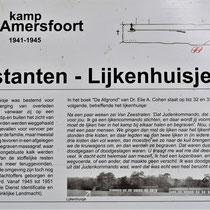 Informatiebord over voormalig lijkenhuisje