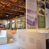 82) Overzicht van expositie in Barak 1B