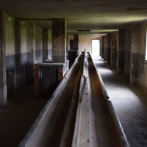 Stenen barakken Birkenau - wasruimte gevangenen