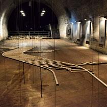 Aankomst tunnel A - maquette van tunnelstelsel - de 2 lange buizen stellen ieder een tunnel voor van 2km lang