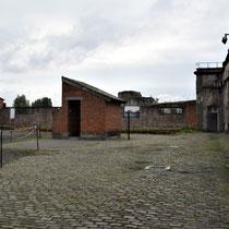 39. Linker binnenplaats van het Fort