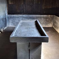 Originele autopsietafel Majdanek