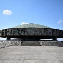 Memorial Monument Majdanek - eind kamp - ligt asheuvel onder