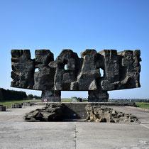 Memorial Monument Majdanek - begin kamp