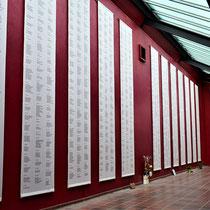 In het huis hangen alle namen van diegene die zijn omgekomen in Neuengamme