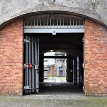 32. Poort van de rechter binnenplaats naar de linker binnenplaats van het Fort