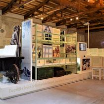 80) Overzicht van expositie in Barak 1B