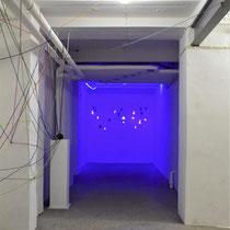 De Kelder - in de kamer waar de kinderen zijn vermoord - licht is onderdeel van tijdelijke kunstwerken door kinderen bedacht