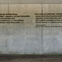 Tekst op muur crematorium