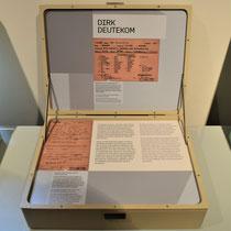 Koffer met informatie over de Nederlandse verzorger Dirk Deutekom