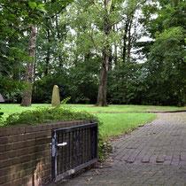 03. Op ca. 1 km afstand van het voormalig kampterrein ligt een begraafplaats waar 195 onbekende slachtoffers liggen uit de Emslandkampen