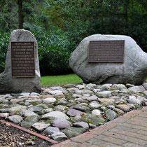 06. Herdenkingsstenen aan de linkerkant