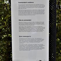 Informatiebord over woning kampcommandant