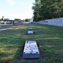 Massagraven en herdenkingsmuur