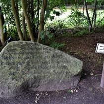 09. Herdenkingssteen - staat 10 meter rechts van de informatieborden