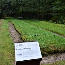 Voormalige begraafplaats Kamp Amersfoort - de houten palen geven de grens aan van de fusilladeplaats aan