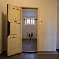 62) Ingang cel 115 (reconstructie)
