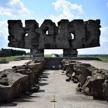 Memorial Monument Majdanek - begin kamp 2