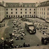 17. Oude foto van de binnenplaats van Dossin Kazerne - foto is genomen op de dag van de opening van het kamp