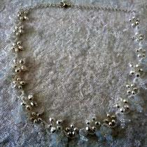 Blümchenkette weiß-crystal 35 Euro