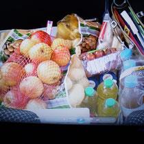 ein Kofferraum voller Lebensmittel