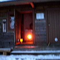 Entspannende Erfahrungen der besonderen Art gewünscht? Heizen Sie die nahe gelegene Gemeinschaftssauna an und genießen Sie so viele Saunarunden wie Sie möchten. Hier hatten wir bei -10 Grad und Sturm einen der besten Saunaabende!