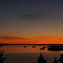 Genießen Sie zu zweit an einem verschwiegenen Platz unweit des Hauses, hoch über dem See, grandiose Sonnenuntergangspanorama!