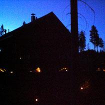 Lassen Sie sich im Spätsommer und Herbst vom illuminierten Außenbereich unter dem nordischen Sternenhimmel verzaubern.