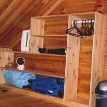Und damit alles seinen Platz hat: Garderobe und Ablagemöglichkeiten im Schlafzimmer DG.