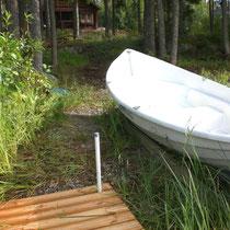 Zeit für Ihre Aktivitäten auf dem See: Blick von unserem Anlegeplatz am Ufer zum Haus (50m).