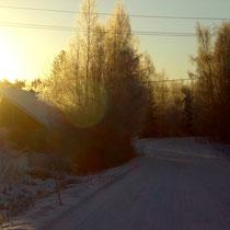 Für ganz Sportliche: bei Sonnenaufgang und knackig kalten Temperaturen  mit den Langlaufski Brötchen holen!