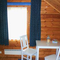Machen Sie es sich in Ihrem großen Schlafzimmer im O.G. gemütlich. Dort auch viele Ablageflächen. Am Fenster befindet sich natürlich ein Rollo.