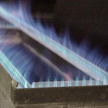 Atmosphärischer Flächenbrenner mit Flamme