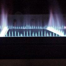 Gas-Luft Flächenbrenner mit Flamme