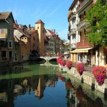 Annecy - Canal et la  vieille ville.