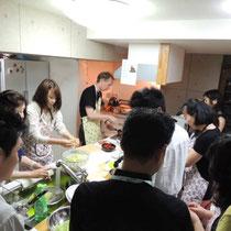 ブルターニュ郷土料理教室 2015:協力して調理