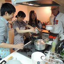 白インゲン豆のシチューを調理