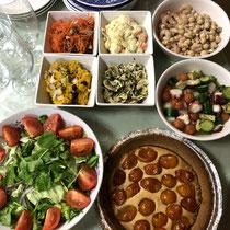 ② 色々なサラダと金柑タルト