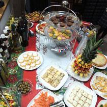 EuroLingualクリスマスパーティー2013 前菜②  クリスマススペシャルブルスケッタ&カナッペと世界のチーズ