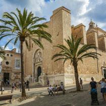 Mahón-Iglesia del Carmen, junto al Mercado del Claustro