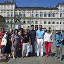 Porticando-Studenti in piazza Castello