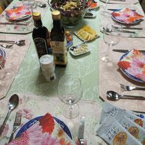 テーブルを囲んでコミュニケーション