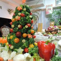 収穫祭&忘年会 2014:  サラダクリスマスツリー②