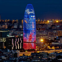 Barcelona-Vista nocturna y Torre Agbar