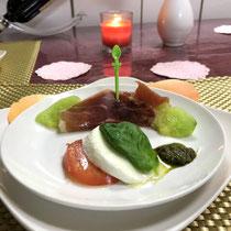 ① 前菜(メロン&プロシュート、カプレーゼ)