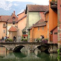 Annecy-Pont et la vieille ville.