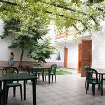 Ecela-(Mendoza, Argentina)-Patio de la escuela