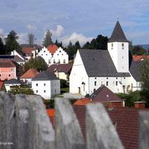 Vorau - Oststeiermark - Marktkirche, links oben 400 Jahre altes Rathaus