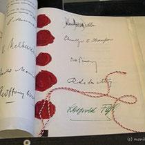 Staatsvertragsurkunde vom 15.5.1955 -  Molotow (Sowjetunion) Macmillan (Großbritannien) Dulles (USA) Pinay (Frankreich) Figl (Österreich) - © mw